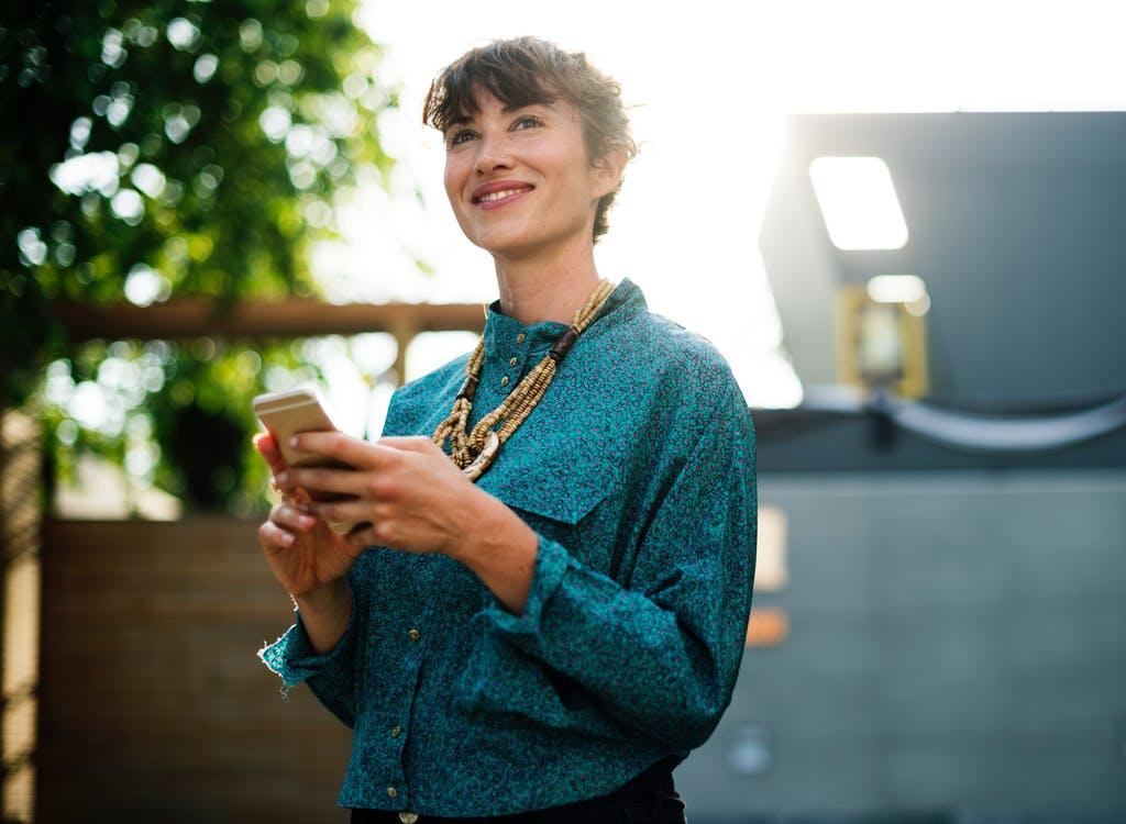 Mange danskere betaler for meget for deres mobilabonnement
